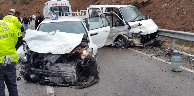 iki ayrı trafik kazasında 9 kişi yaralandı